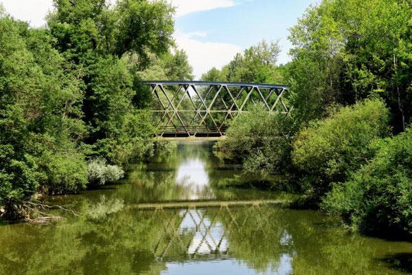 ...mit Eisenbahnbrücke