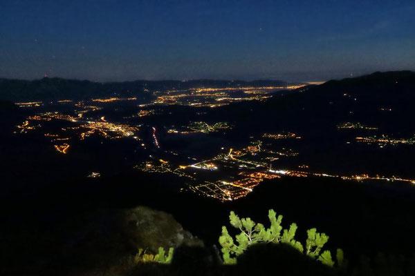 Lichtermeer im Tal