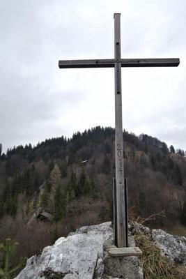 ...dann stehen wir am Gipfelkreuz...