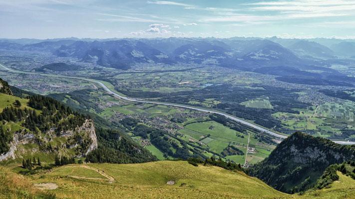 Rheintal u. Berge, so weit das Auge reicht!