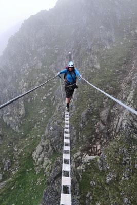Überquerung der Seilbrücke
