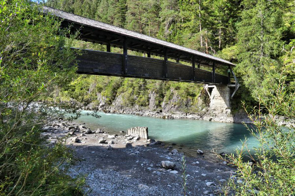 "Brücke beim Ort ""Bach"""