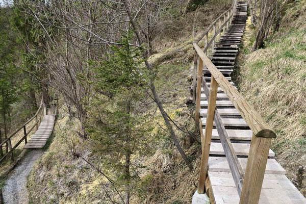 wieder Treppen und Stege