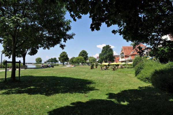 Parkanlage am See