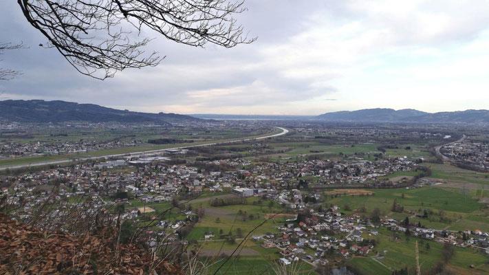 ...Ausblick ins Rheintal