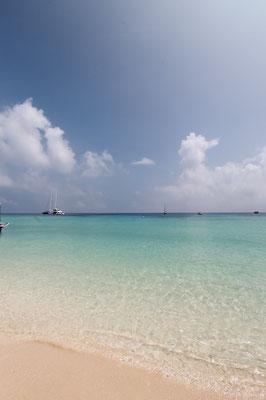 Great Barrier Reef - 白い砂浜が美しいサンゴ礁に囲まれた島 ミコマスケイ