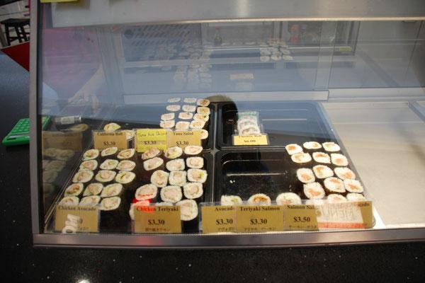 フードコート(お寿司屋さん)で人気のお寿司(のり巻)