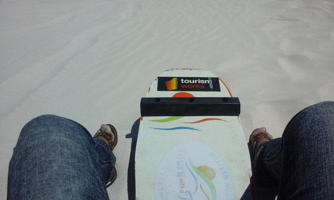 Lancelin Sand Dunes - ランセリン砂漠ではサンドボーディングを楽しむことができます。