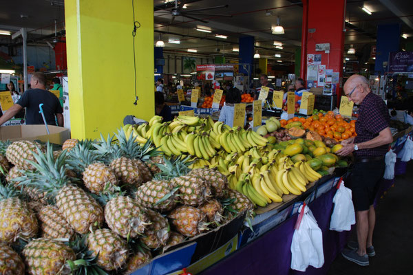 Rusty's Markets - 毎週金曜日~日曜日 新鮮な野菜、果物が安く買うことができる朝市