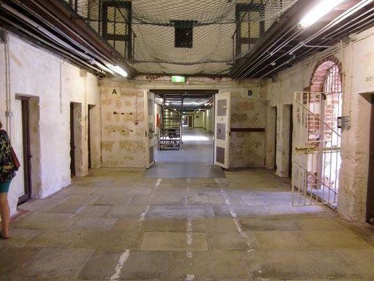 Fremantle Prison - 学校は刑務所を参考に作られていると聞いたことがあります。誰が外に出ているのかがすぐに分かるように作られているそうです。確かに、学校の廊下はこんな感じですね。