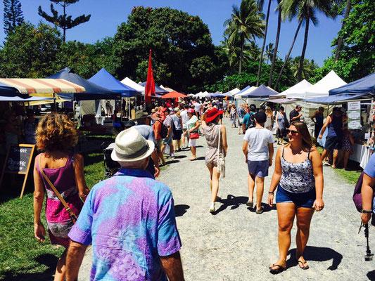 Port Douglass Sunday Market - ポートダグラス・マーケット 毎週賑わっています。