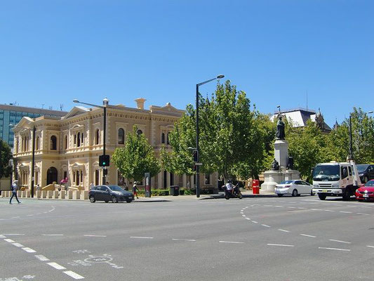 Adelaide City Centre - アデレード市内にはたくさんの歴史的建造物があります。