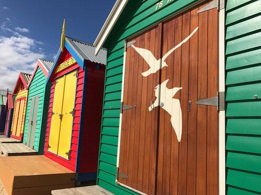 Brighton Beach - ビーチに並ぶBathing Boxeと呼ばれている建物