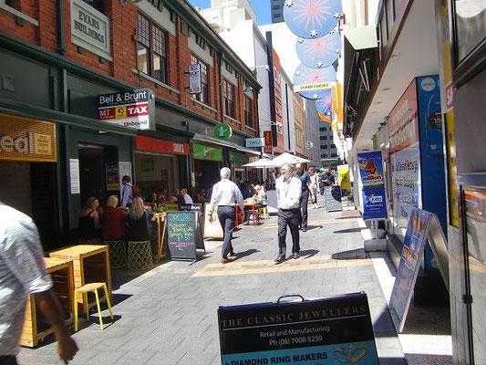 Adelaide City Centre - アデレードはオープンテラスのカフェやレストランたくさんあります。