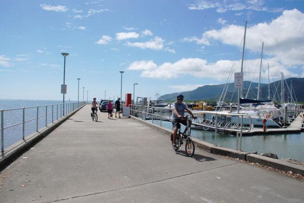 Marlin Marina - 一番北側の桟橋付近 近くには海を眺めながら食事ができるお洒落なレストランがあります