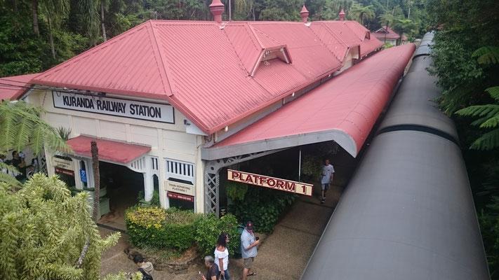 Kuranda -  Kuranda Scenic Railway キュランダのプラットホーム