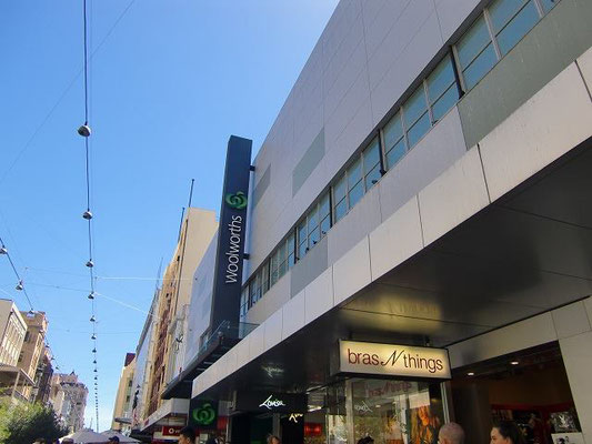 Adelaide City Centre - 大手スーパーマーケット ウールワース