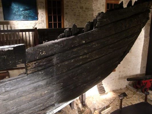 Fremantle Shipwreck Museum - 難破船の復元船体。