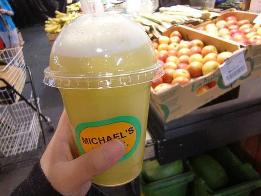 Adelaide Central Market - サトウキビのジュース オーストラリアで見かけたら是非一度飲んでみて下さい。