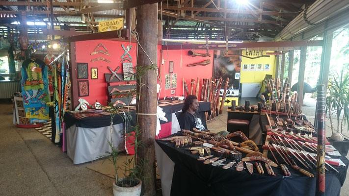 Kuranda - Heritage Markets 本物のブーメランを買うことができますよ