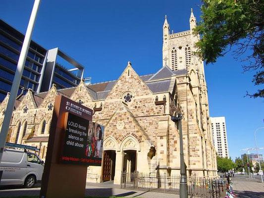 St. Francis Xavier Church - アデレードは「教会の街」としても有名で、街の至る所に教会があります。