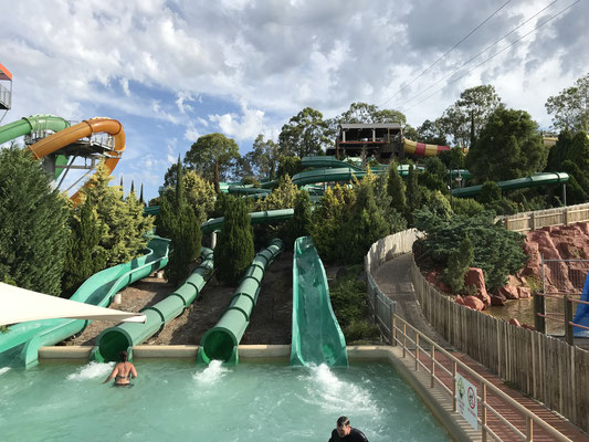 Gold Coast - Wet 'n' Wild River Rapids