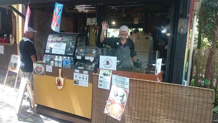 Kuranda - Kuranda Rainforest Marketの中にある甘味処 隼 Benさんの和菓子ほっとさせてくれる味