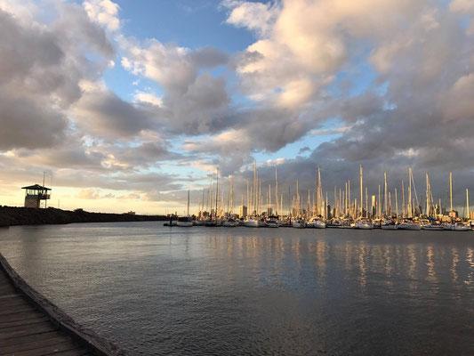 St Kilda - セントキルダマリーナにはおしゃれなプライベートボートの船着場があります。