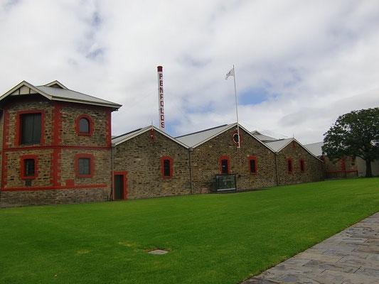 Penfolds Winery - ワインを作っている建物。創業当初の建物をそのまま使ってるそうです。