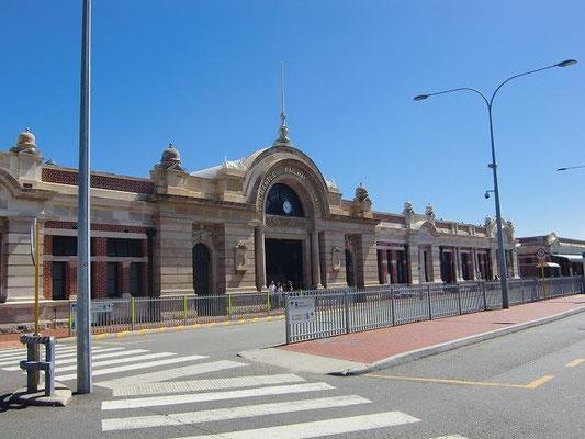 Fremantle Railway Station - フリーマントルの玄関口、フリーマントル駅です。駅舎は、1900年代初めに造られた建物だそうです。