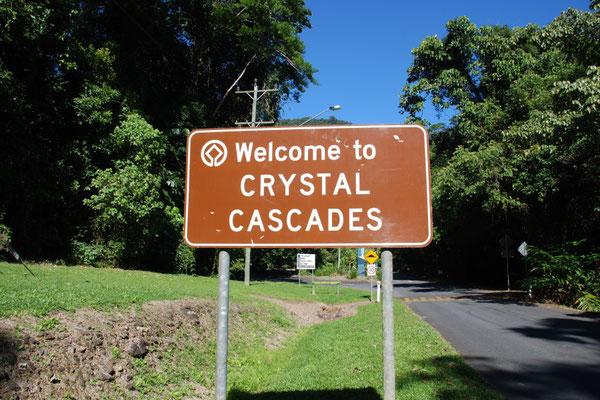 Crystal Cascades - ケアンズから約10kmのところにある、とてもきれいな川 夏になるとたくさんの子供たちが川遊びをしています