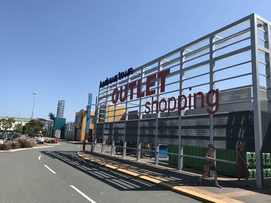 Gold Coast - Harbour Town Outlet Shopping Centre ハーバー・タウン・アウトレット・ショッピング・センター