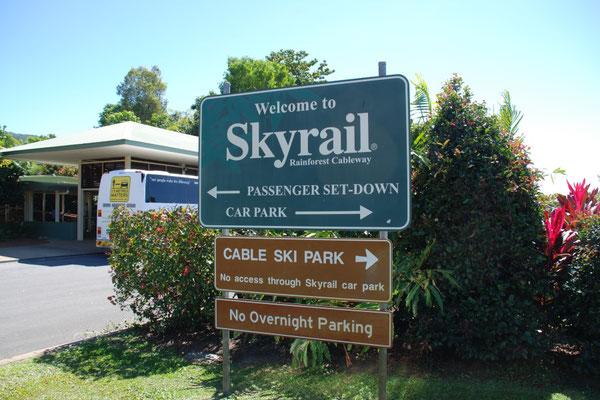 Skyrail - スミスフィールド・ターミナル キュランダに向かうスカイレールはこちらから乗ります