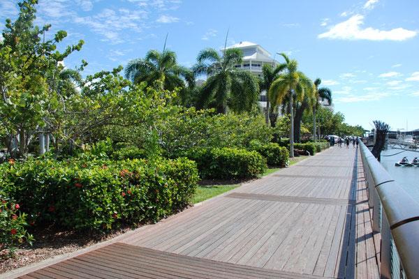 Reef Fleet Terminal - ボードウォーク 朝晩の散歩コースには最高 また毎年6月に行われるIRON MANレースの42.195km走るフルマラソンのコースにもなっています