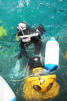 Scuba Dooはヘルメットダイビングなので泳げない方でも簡単に水中世界を覗くことが出来ます。