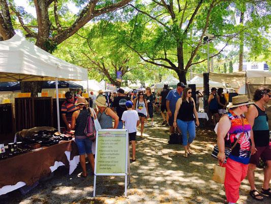 Port Douglass Sunday Market - ポートダグラス・マーケット 掘り出し物もみつかるかも?
