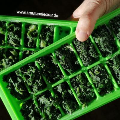 Die gefrorenen Grünkohlwürfel entnehmen und sofort verbrauchen, oder, ...