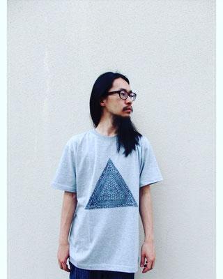 ピラミッドTシャツ/WEB SHOPにて販売中