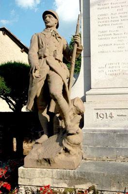 Détail du monument aux Morts de Corcelles
