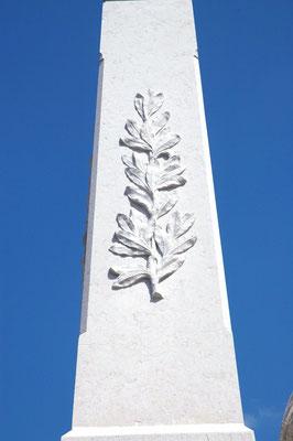 Les lauriers de la victoire sur le Monument aux Morts d'Hauteville