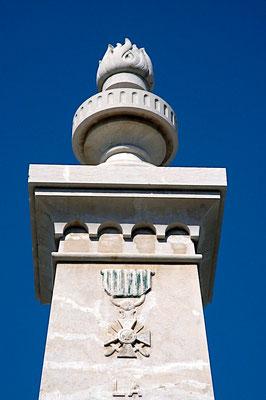 La Grenade et la Croix de guerre du Monument aux Morts d'Aranc