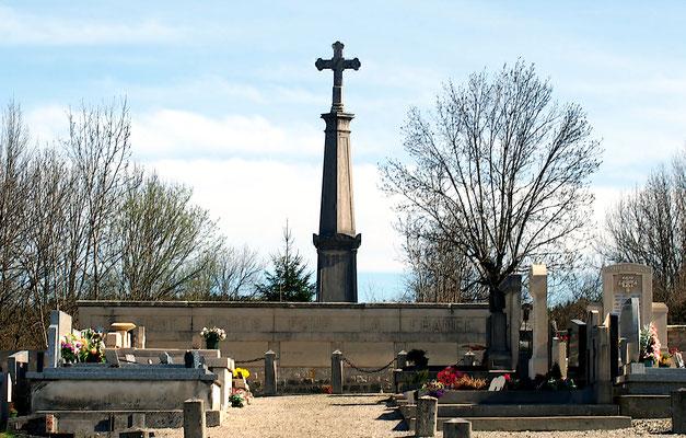 Monument aux Morts du cimetière de Champdor
