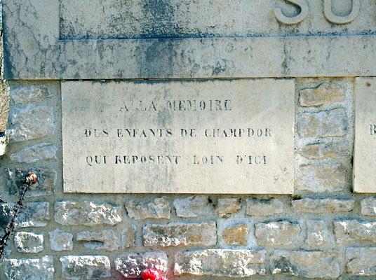 Détail du Monument aux Morts du cimetière de Champdor