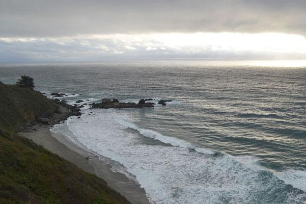 ... links der Pazifik. Natürlich nur wenn man nordwärts fährt, sonst andersrum.