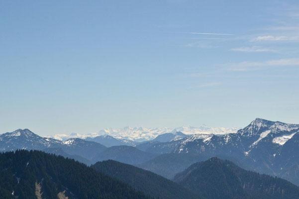 Vorn das Mangfallgebirge, Hinten die Kitzbüheler Alpen