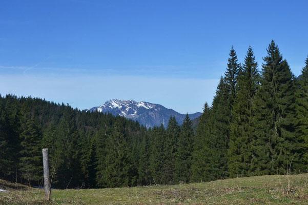Rast am Hirschsattel mit Blick zum Brauneck