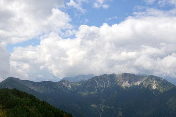 Gipfelaussicht Notkarspitze: Windstierlkopf, Geißsprungkopf, Kienjoch und Kieneckspitze