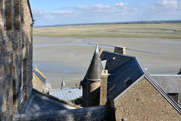 """Bei Ebbe ist der Mont-Saint-Michel auch übers """"Meer"""" zu erreichen."""
