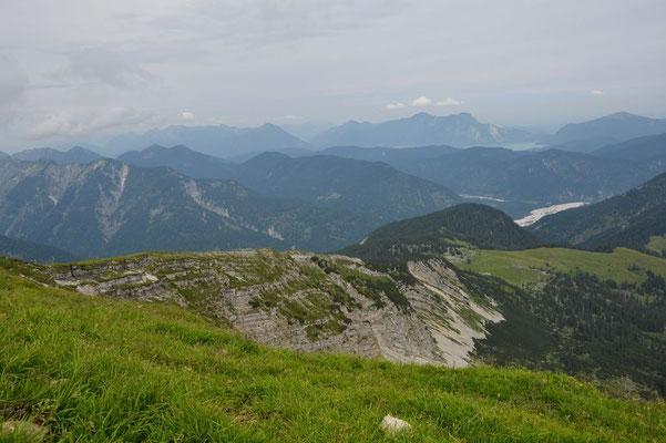 Aufstiegsroute, im Hintergrund der Walchensee
