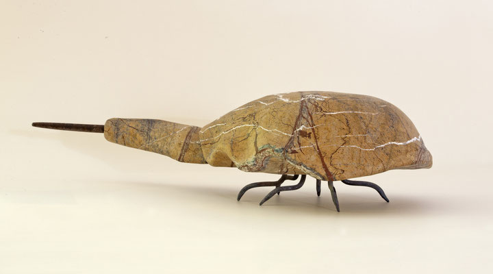 Pfeilschwanz, mit Eisen beschlagen Steinart unbekannt | 60 · 14 · 24cm